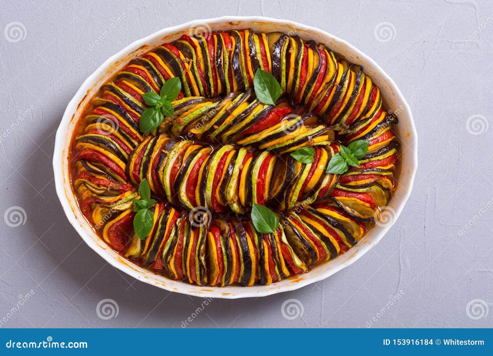 Traditionell fransk lagad mat provencal grönsakmaträtt - ratatouille