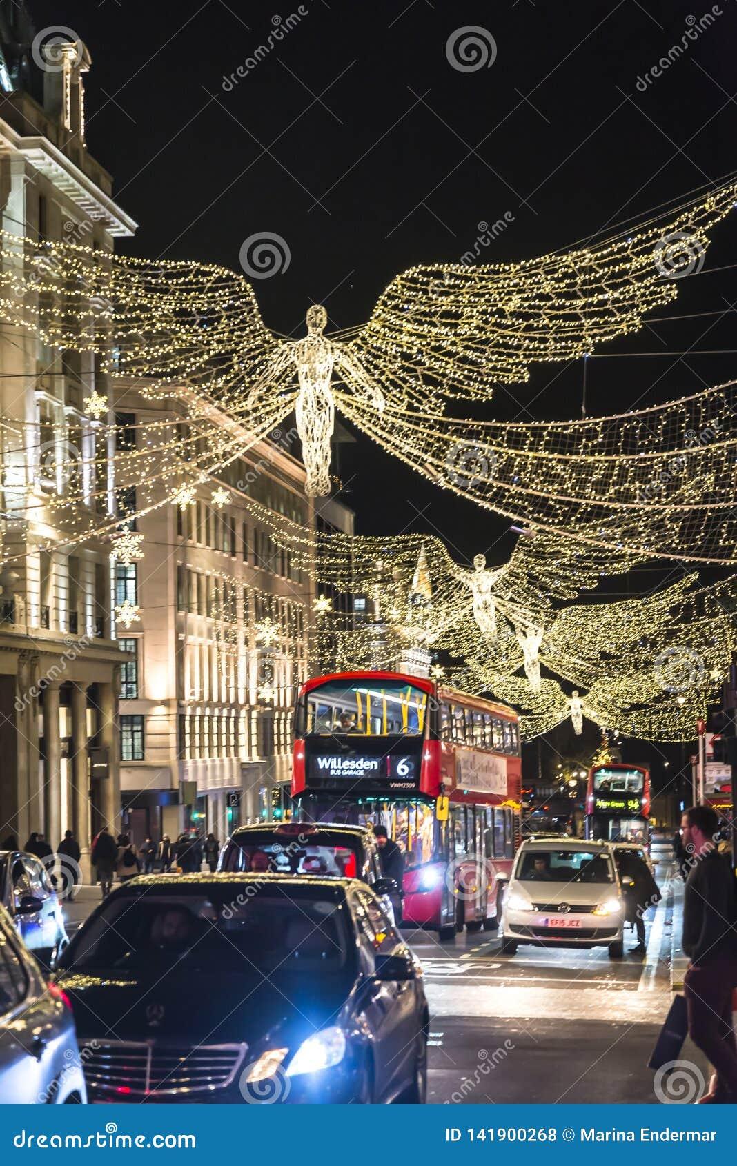 Traditionell julgarnering, Regent Street i centrala London, England, UK