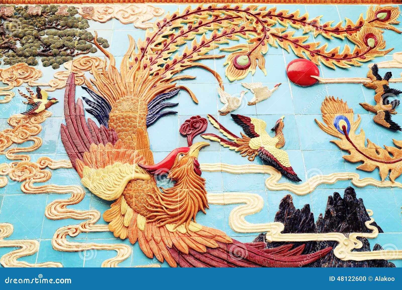 Traditionell kines phoenix på väggen, asiatisk klassisk phoenix skulptur