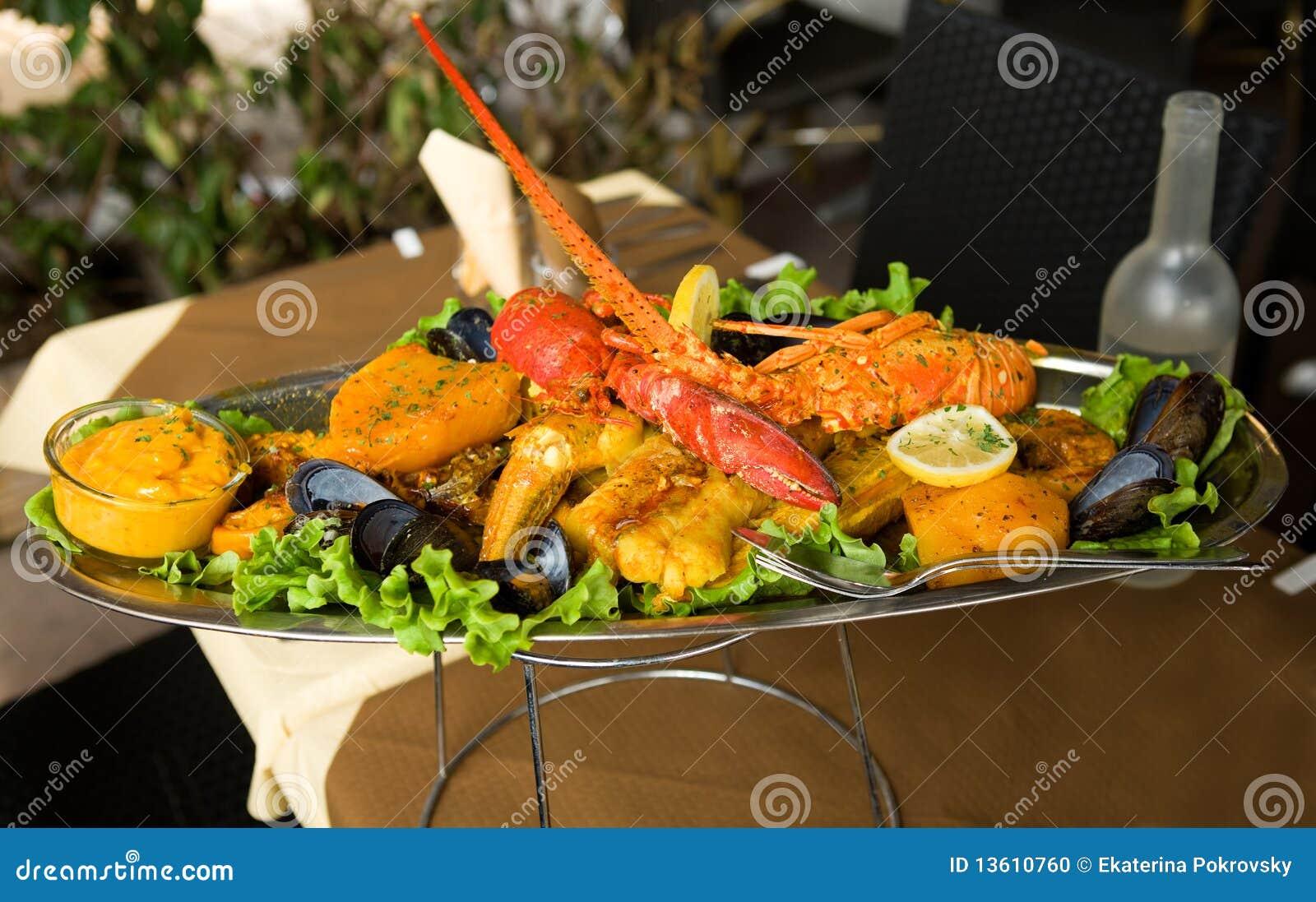 Traditionell provencal stew för bouillabaissefisk