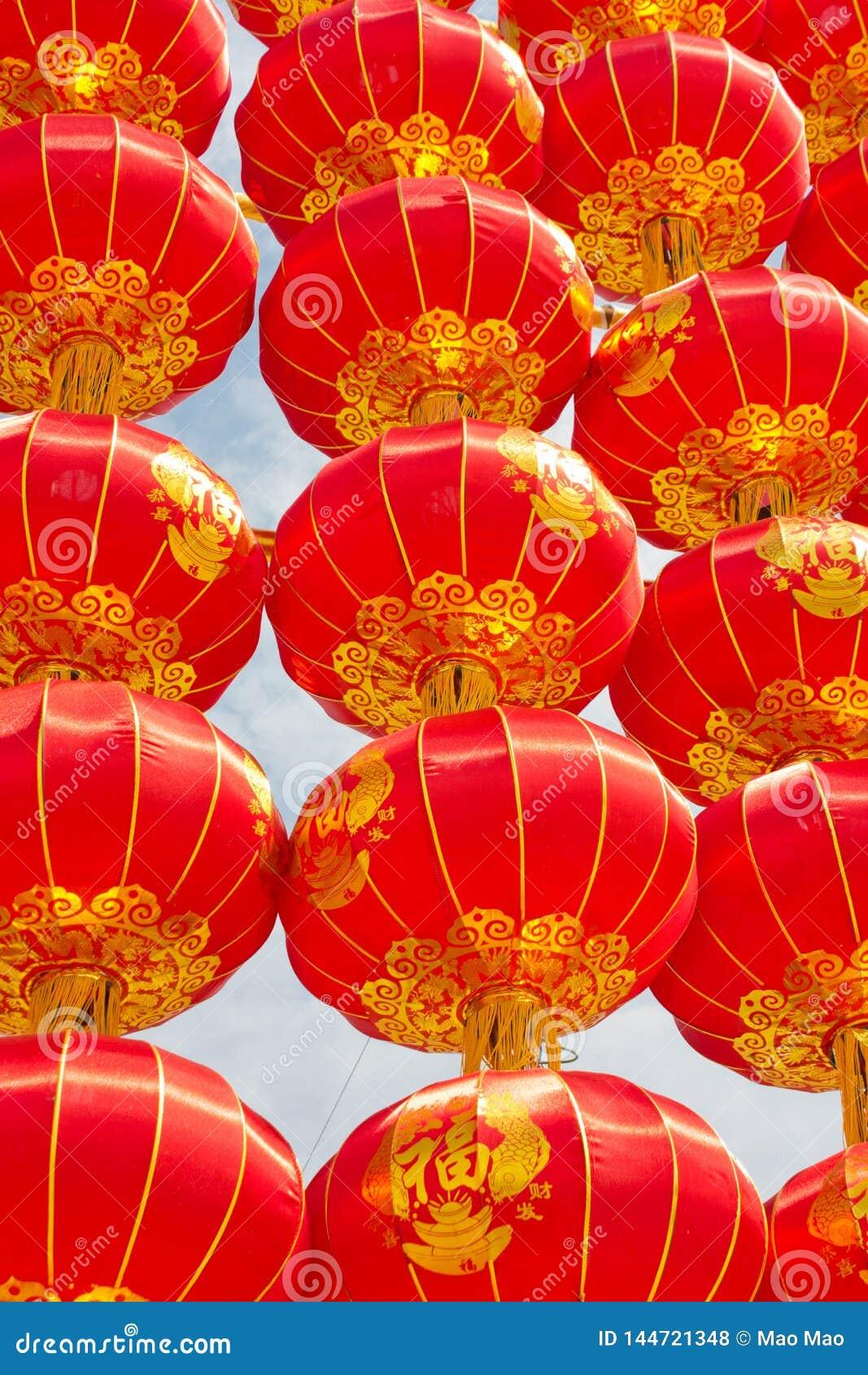Traditionell röd kinesisk lykta i XI ', Kina ord 'Fu 'på lyktahjälpmedellyckan