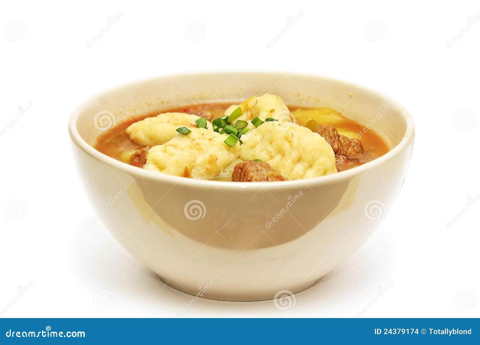 Traditionell varm ungersk soup för goulash