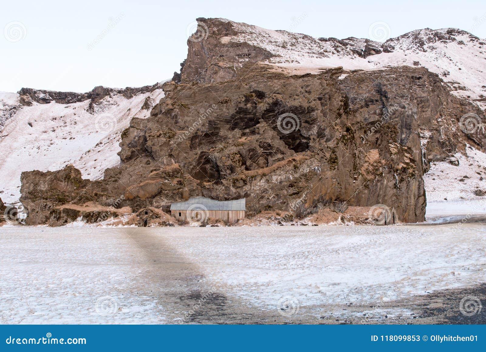 Traditionella forntida isländska torvahus