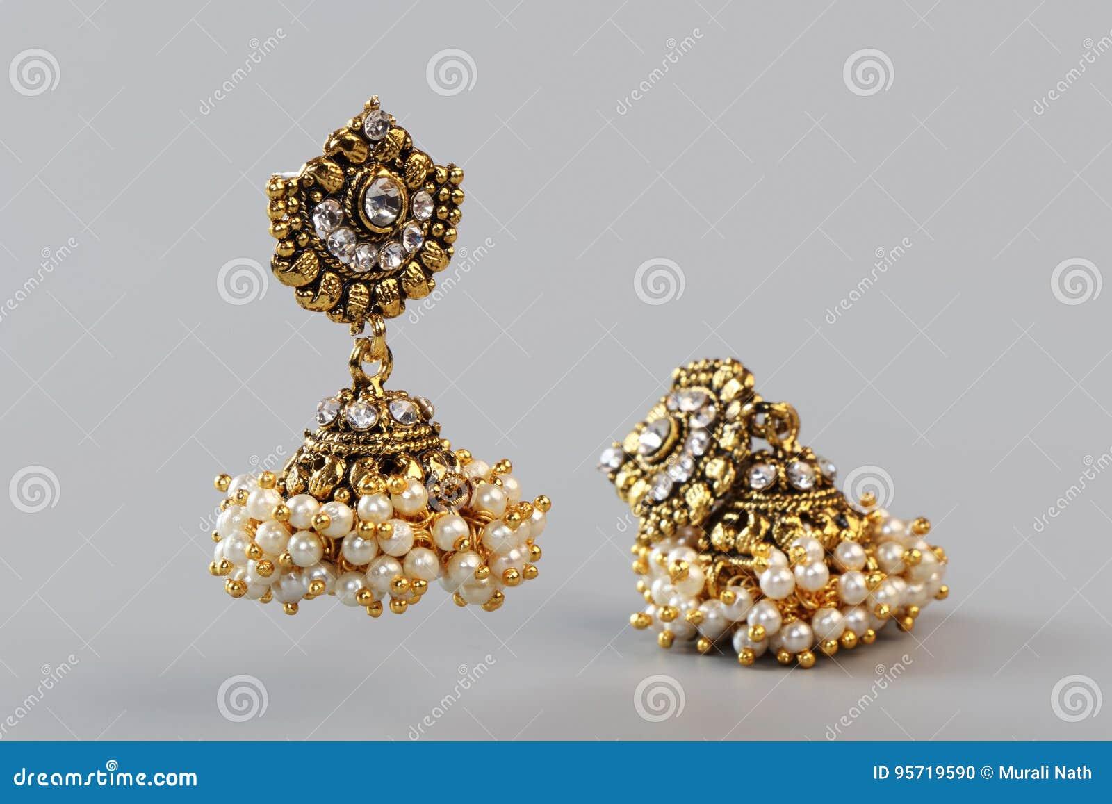 guld örhänge med pärla