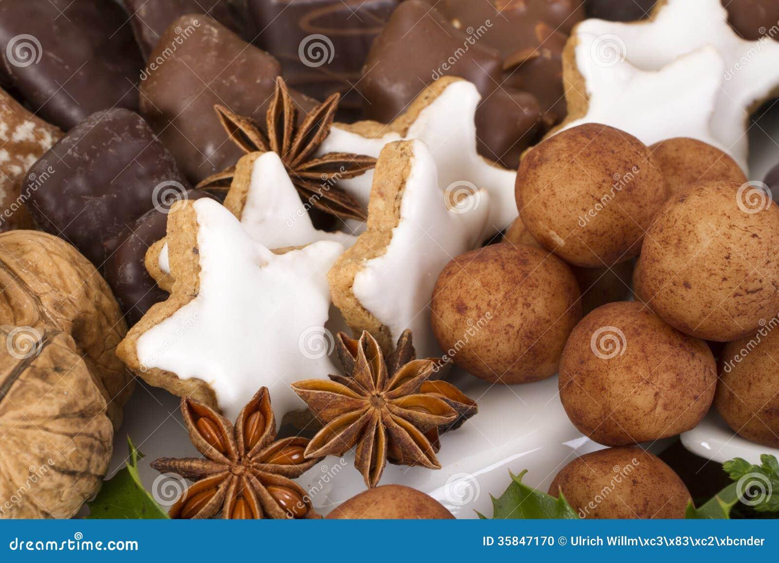 Deutsche Weihnachtsplätzchen.Traditionelle Deutsche Weihnachtsplätzchen Auf Anzeige Stockfoto