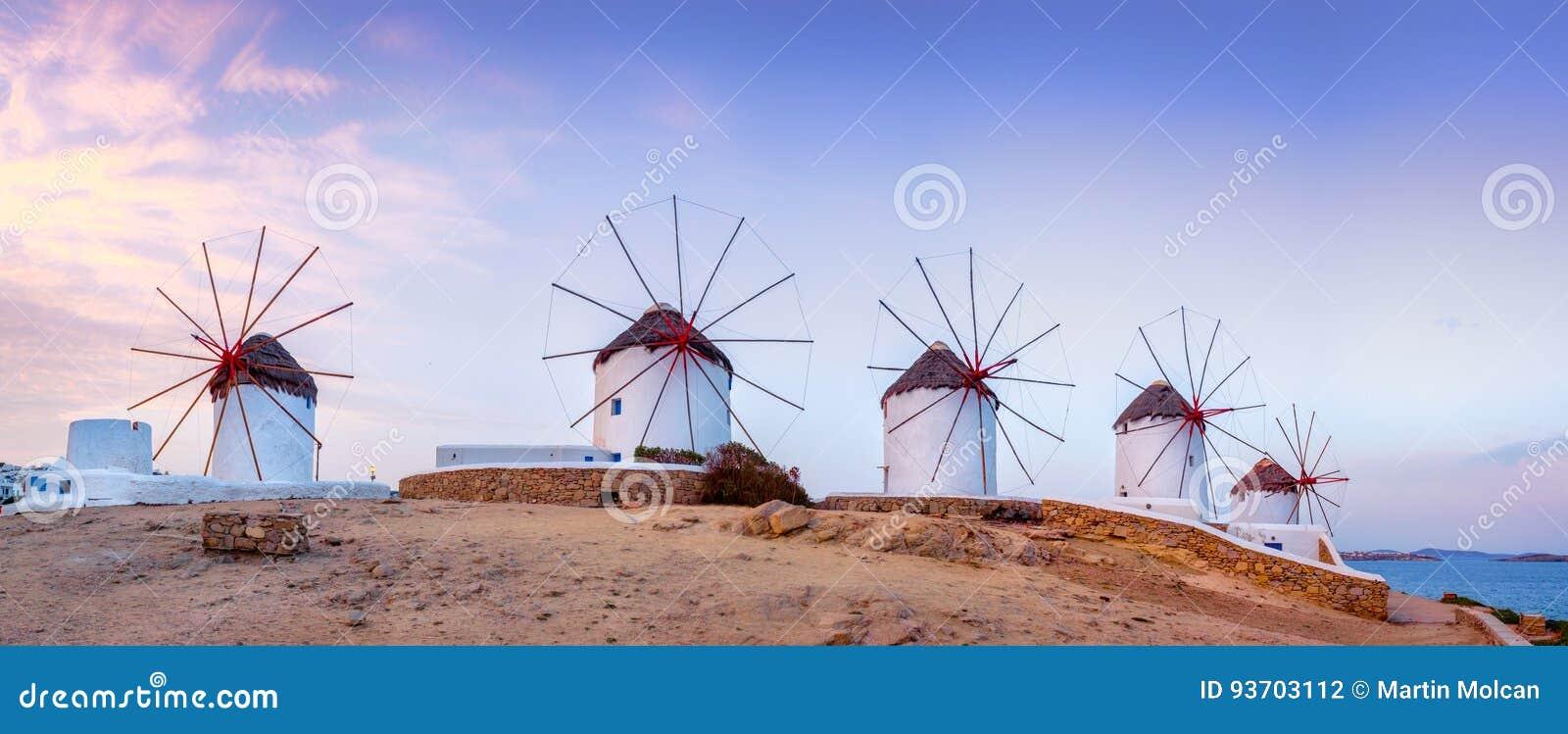 Traditionelle griechische Windmühlen auf Mykonos-Insel, die Kykladen, Griechenland