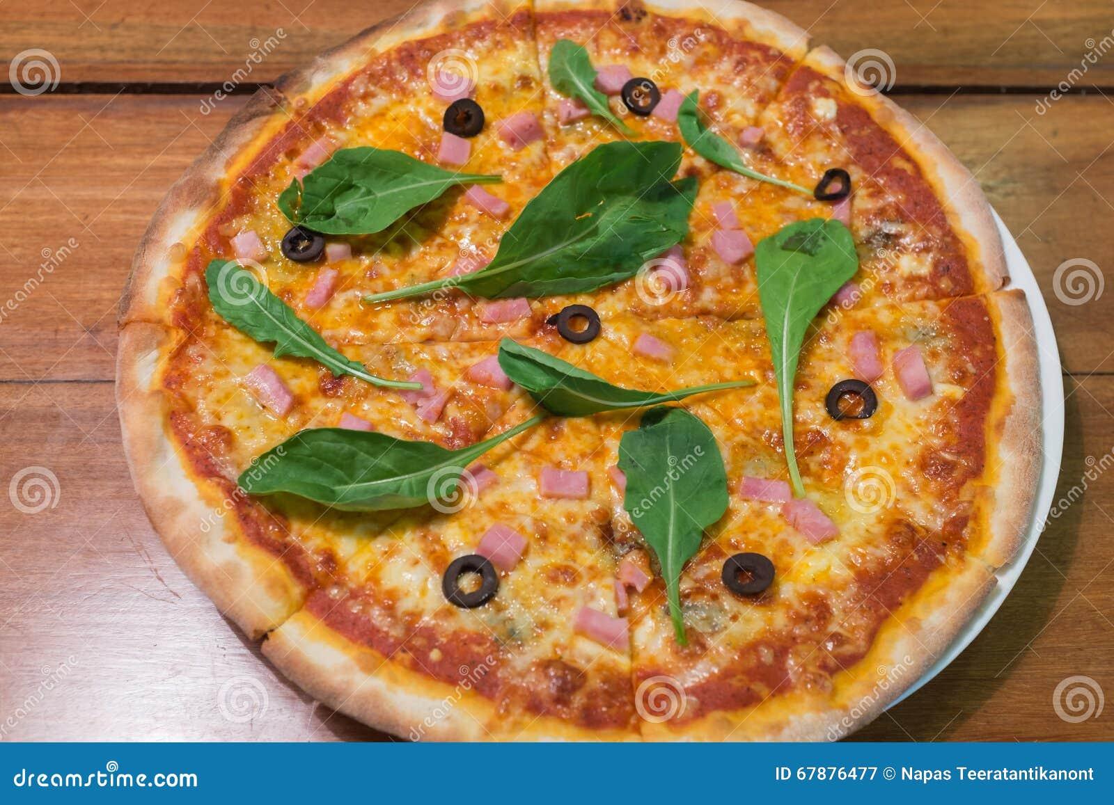 Traditionelle hölzerne Brand Italienerpizza