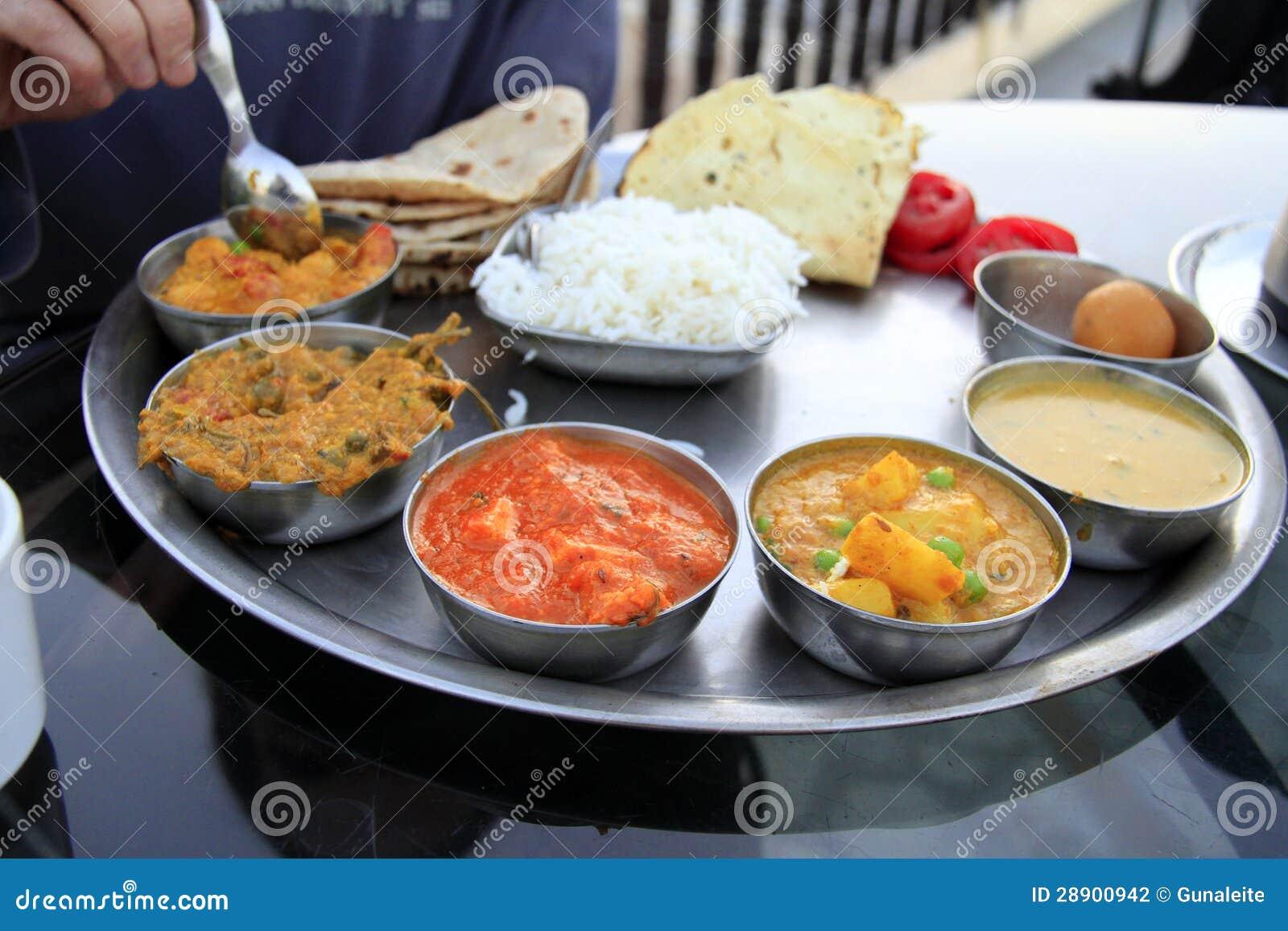 Traditionelle Indische Mahlzeit - Thali Stockfoto - Bild von ...