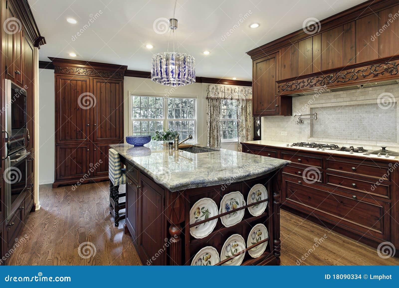 Traditionelle Küche Mit Granitinsel Stockfoto - Bild von zustand ...