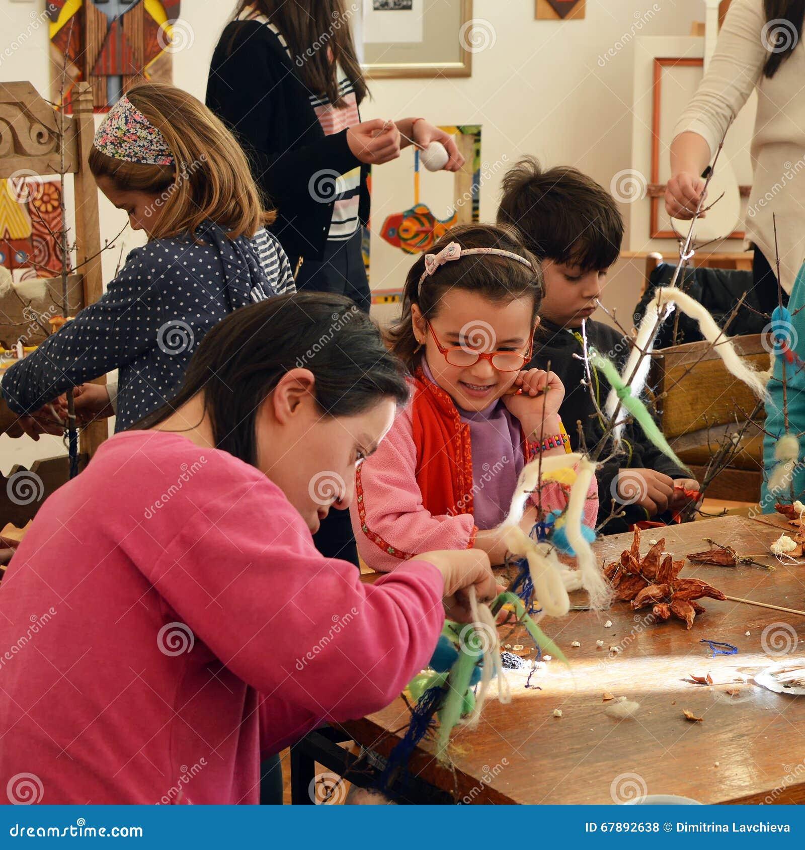 Traditionelle Künste und Handwerkswerkstatt für Kinder und junges behindertes peopl