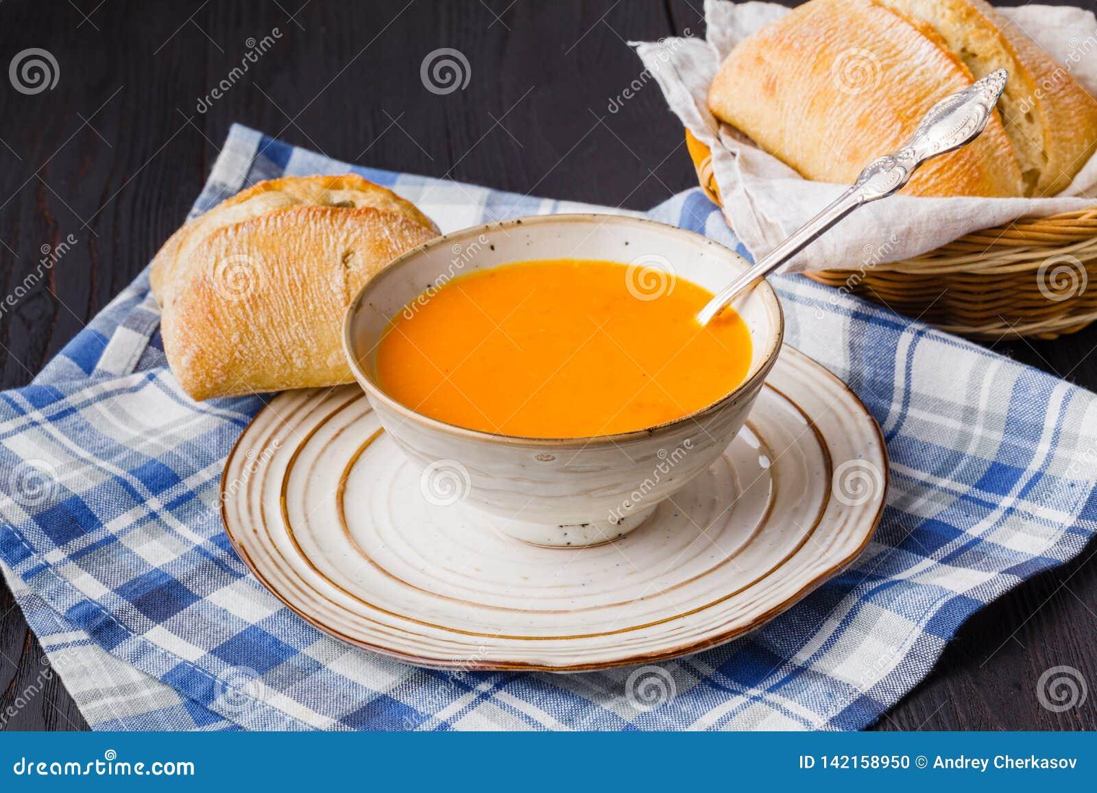 Traditionelle Kürbissuppe, geschmackvoll und Erwärmung