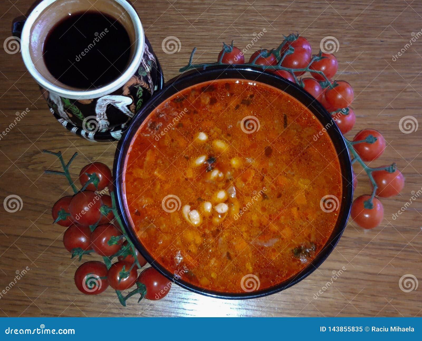 Traditionelle rumänische Nahrungsmittelbohnenschüssel