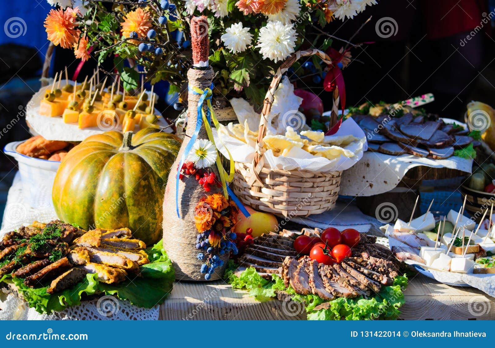 Traditionelle ukrainische und russische Kücheaperitifs