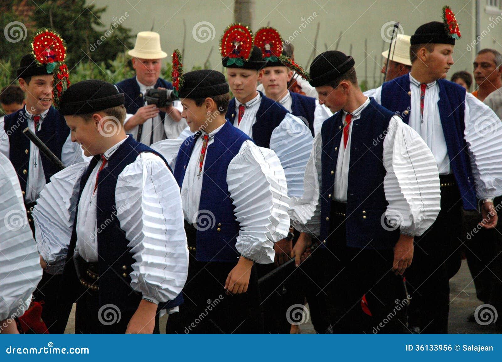 Traditionelle Ungarische Hochzeit Redaktionelles Foto - Bild von ...