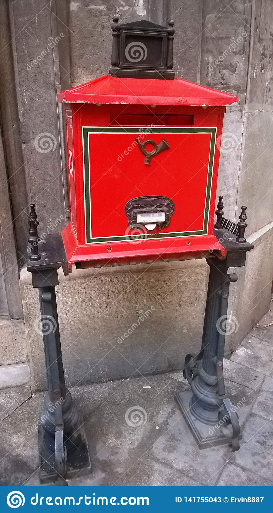 Traditioneller alter roter Postbox Retro- Art