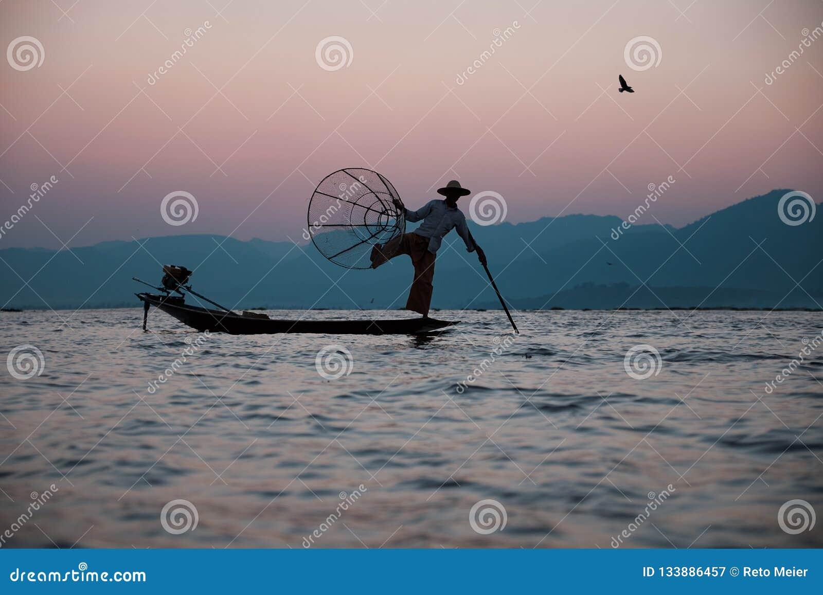 Traditioneller Fischer auf dem Inle See auf Myanmar