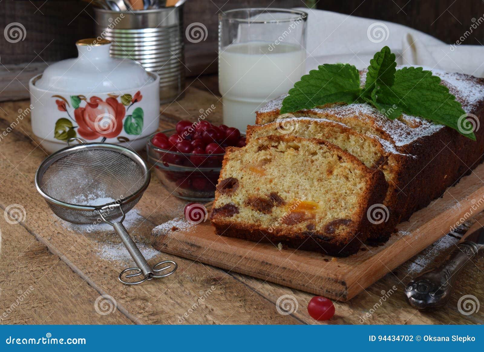 Traditioneller Fruchtkuchen Mit Rosinen Getrocknete Aprikosen