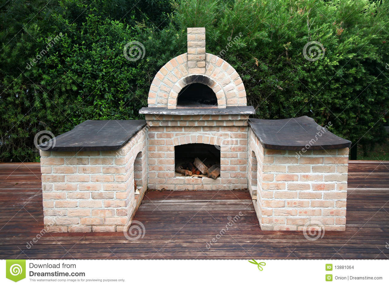 Traditioneller pizzaofen stockfoto bild von schnell for Four bois exterieur