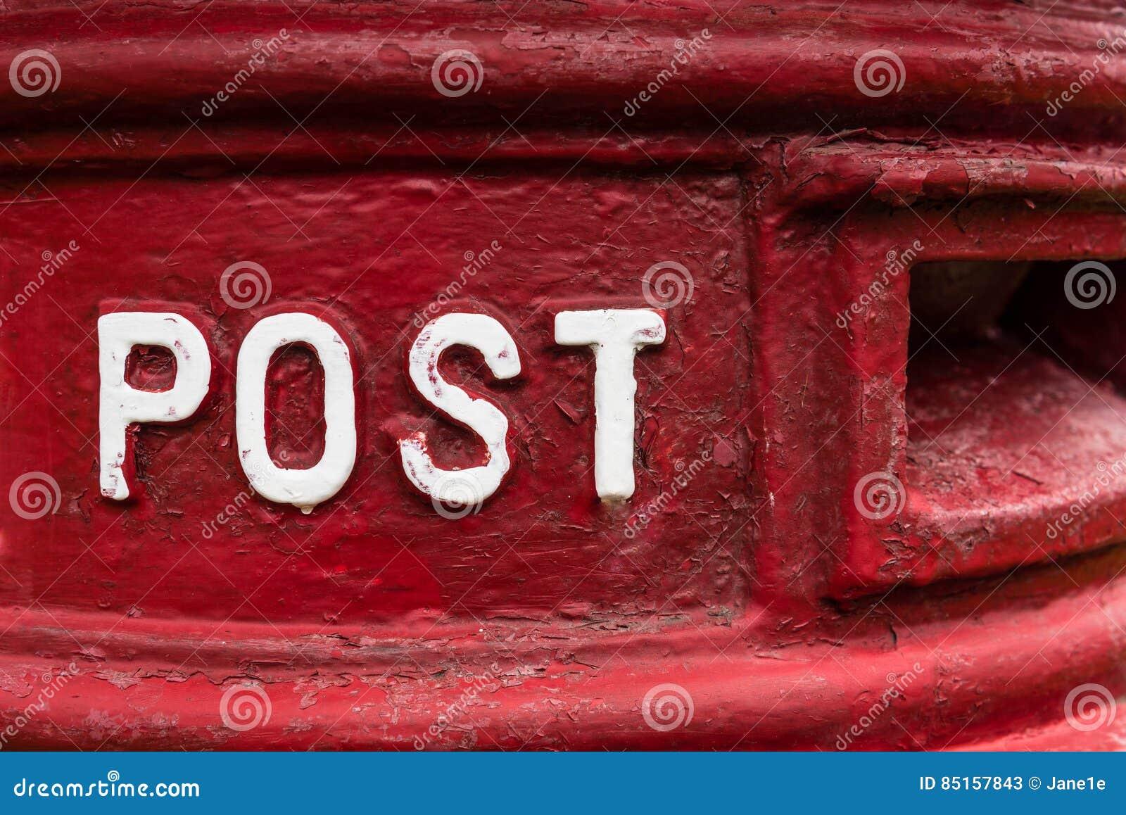 Traditioneller roter Briefkasten Briten Royal Mail