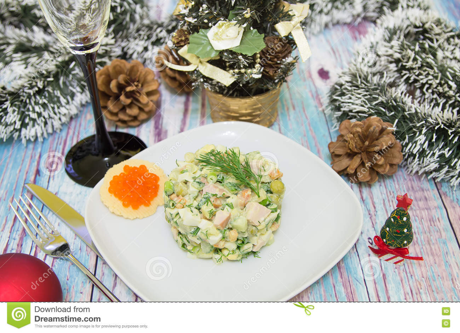 Traditioneller Russischer Weihnachtssalat Olivier Stockbild - Bild ...