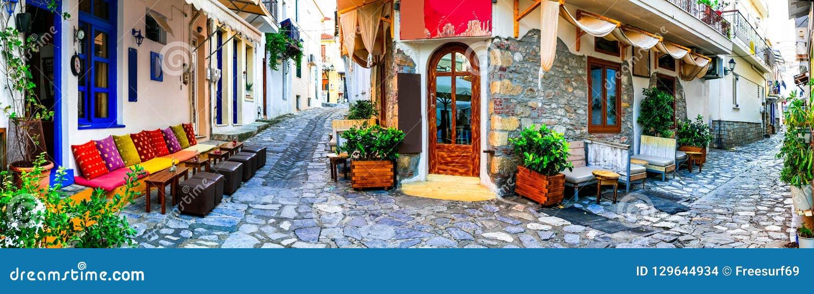 Traditionelles buntes Griechenland - bezaubernde alte Straßen von Skiathos