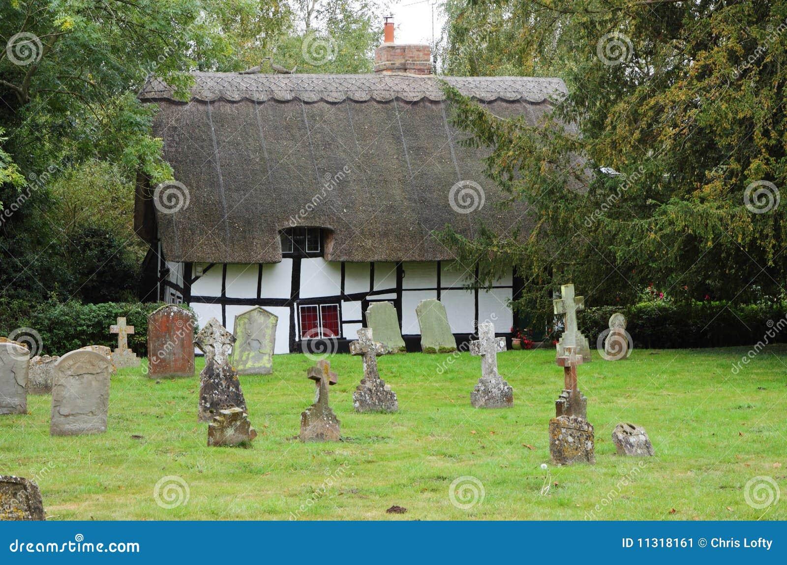 Traditionelles englisches Thatched Dorf-Häuschen