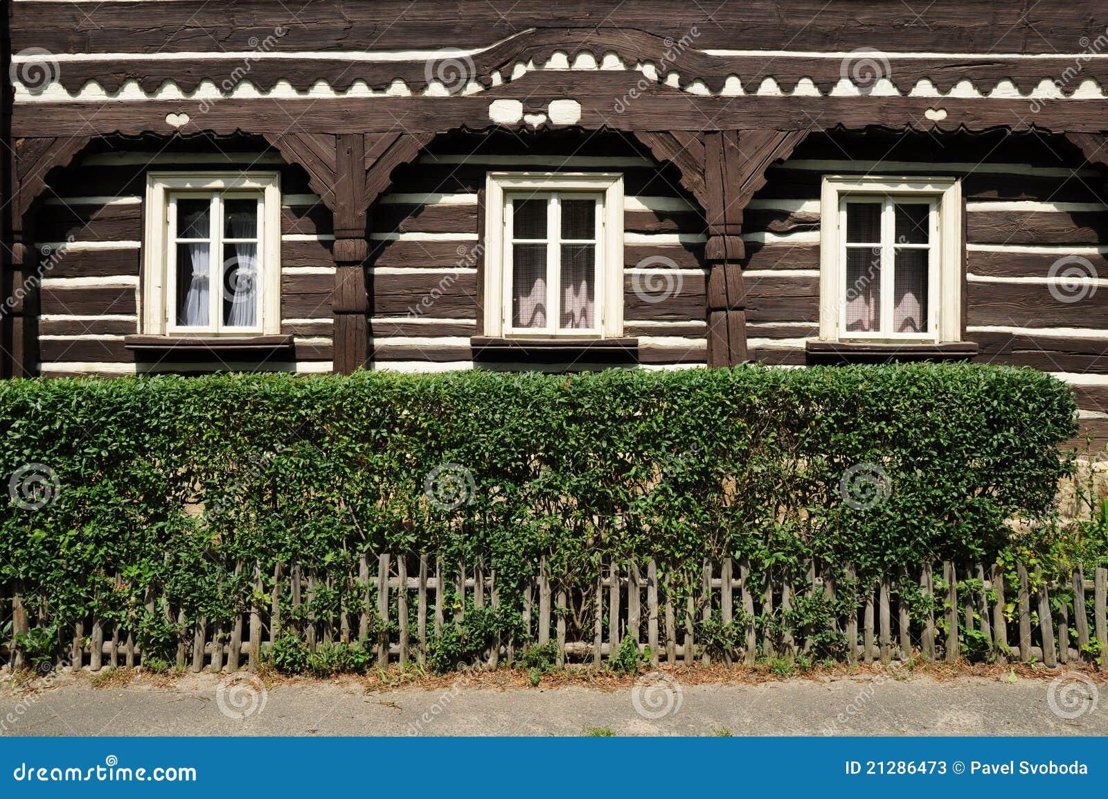 Traditionelles geschnitztes haus tschechische republik for Traditionelles haus