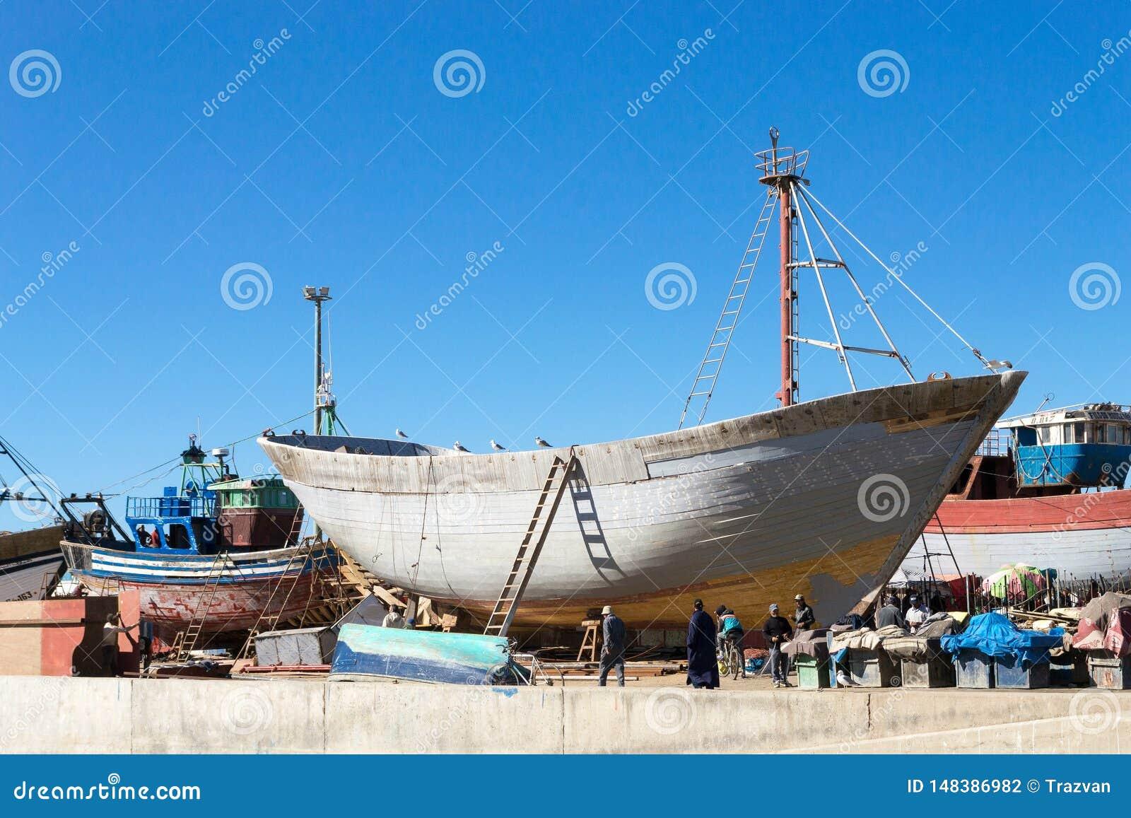 Traditionelles h?lzernes Boot in Essaouira-Hafen, Marokko