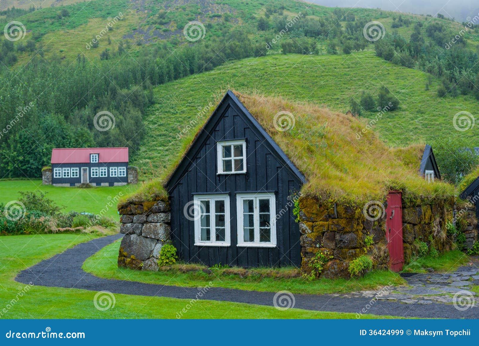 traditionelles isl ndisches haus lizenzfreie stockbilder. Black Bedroom Furniture Sets. Home Design Ideas