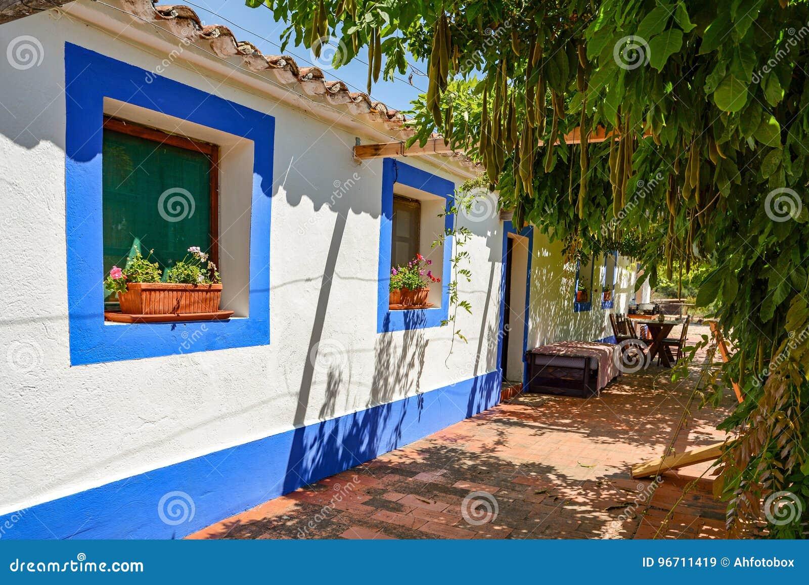 Traditionelles Portugiesisches Haus In Einem Dorf, Alentejo Portugal ...