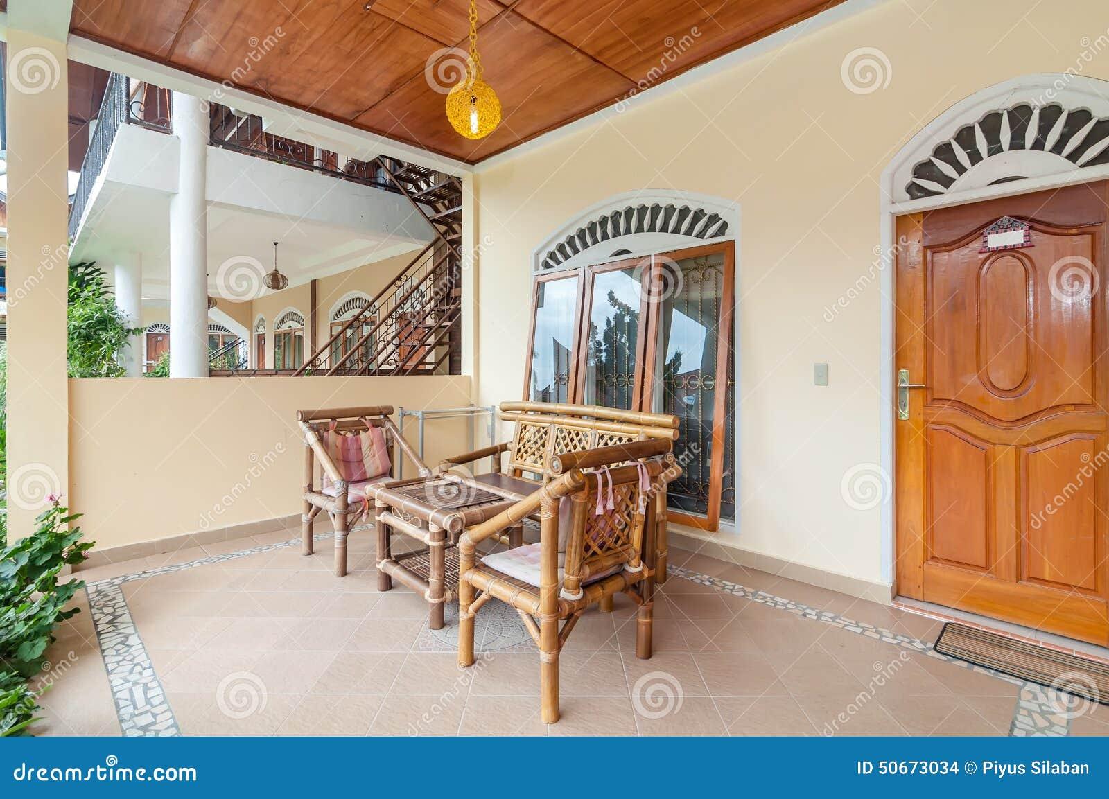 Traditionelles und antikes wohnzimmer von bali landhaus stockfoto ...