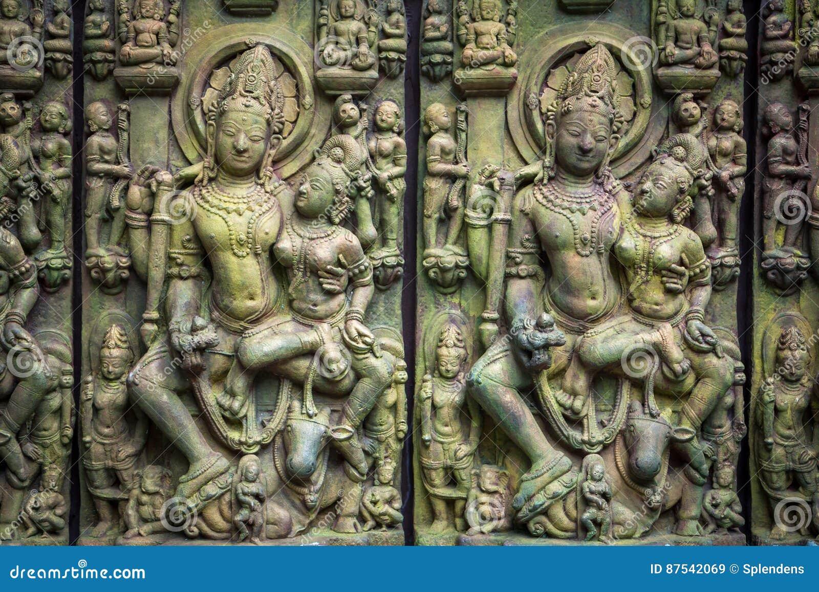 Traditionellt asiatiskt snida för sten av buddismgudar som illustrerar asiatisk kultur och asiatiskt snida, tillverkar