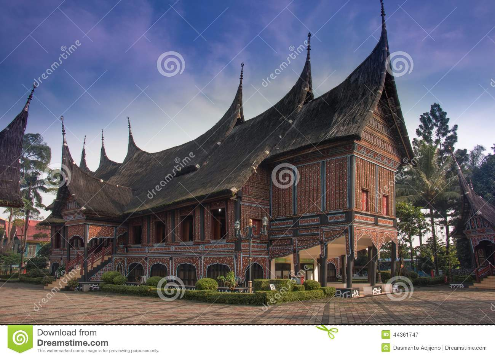 Traditionellt etniskt hus