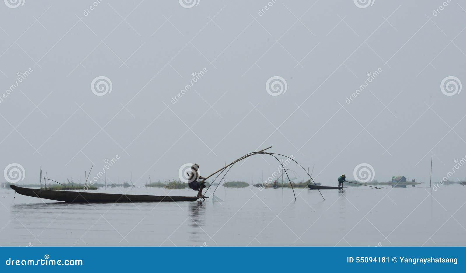 Traditionellt fiske på Loktak sjön