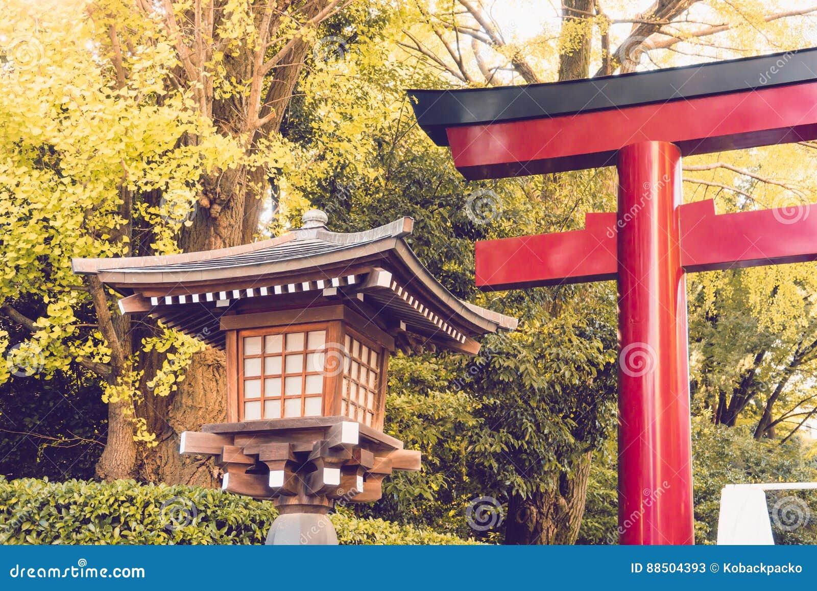Tradycja lampion robić od drewna w świątyni świątyni Japonia
