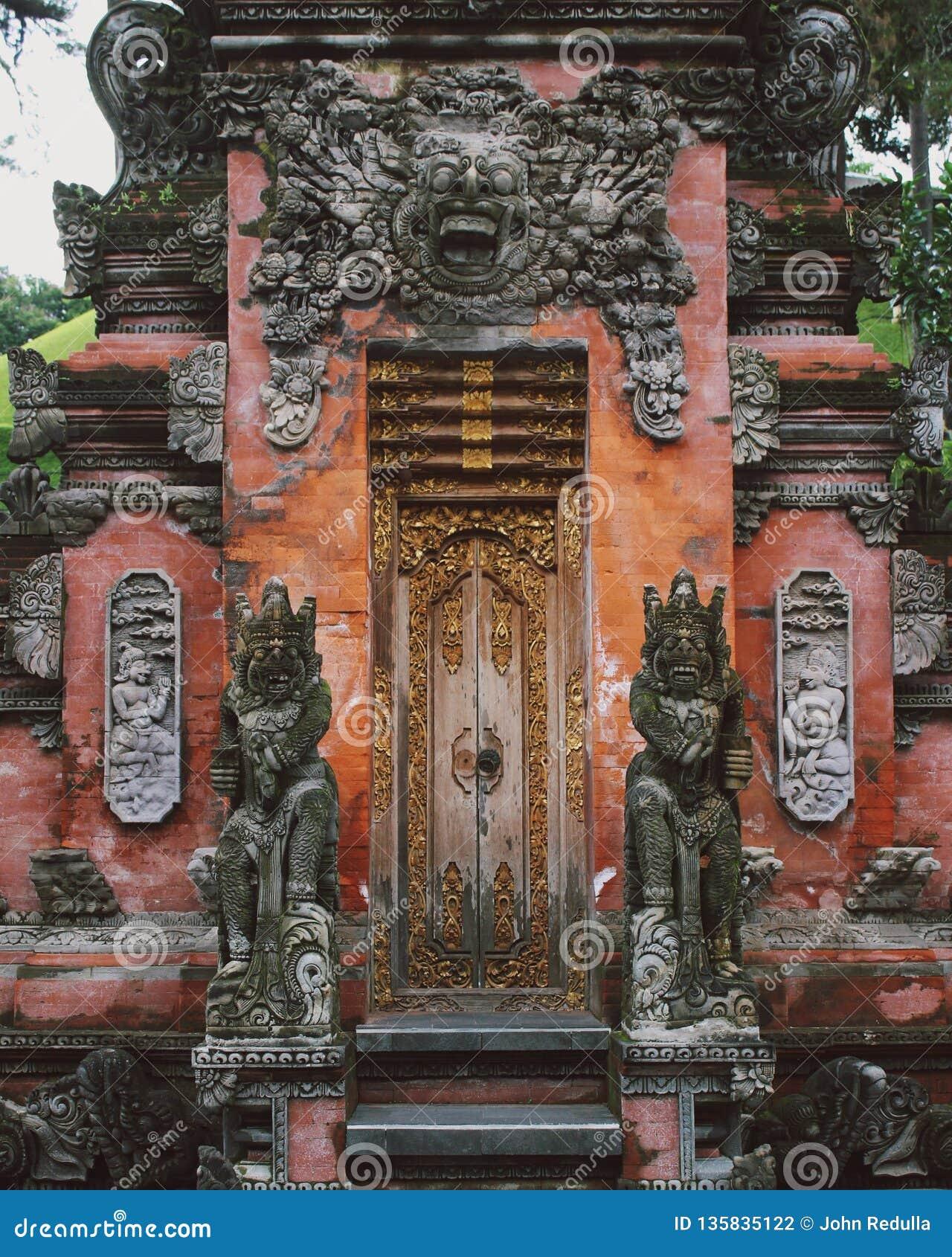 Tradycyjna balijczyk brama Od Ubud, Bali