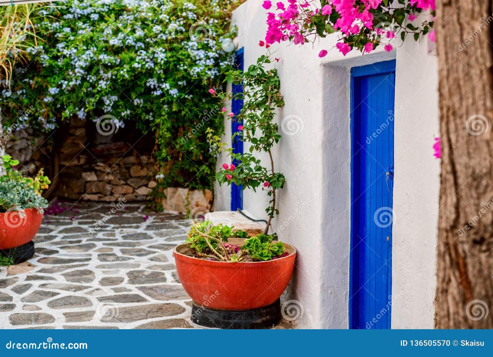 Tradycyjna Cyclades architektura na wyspie Paros, Naoussa wioska Grecja