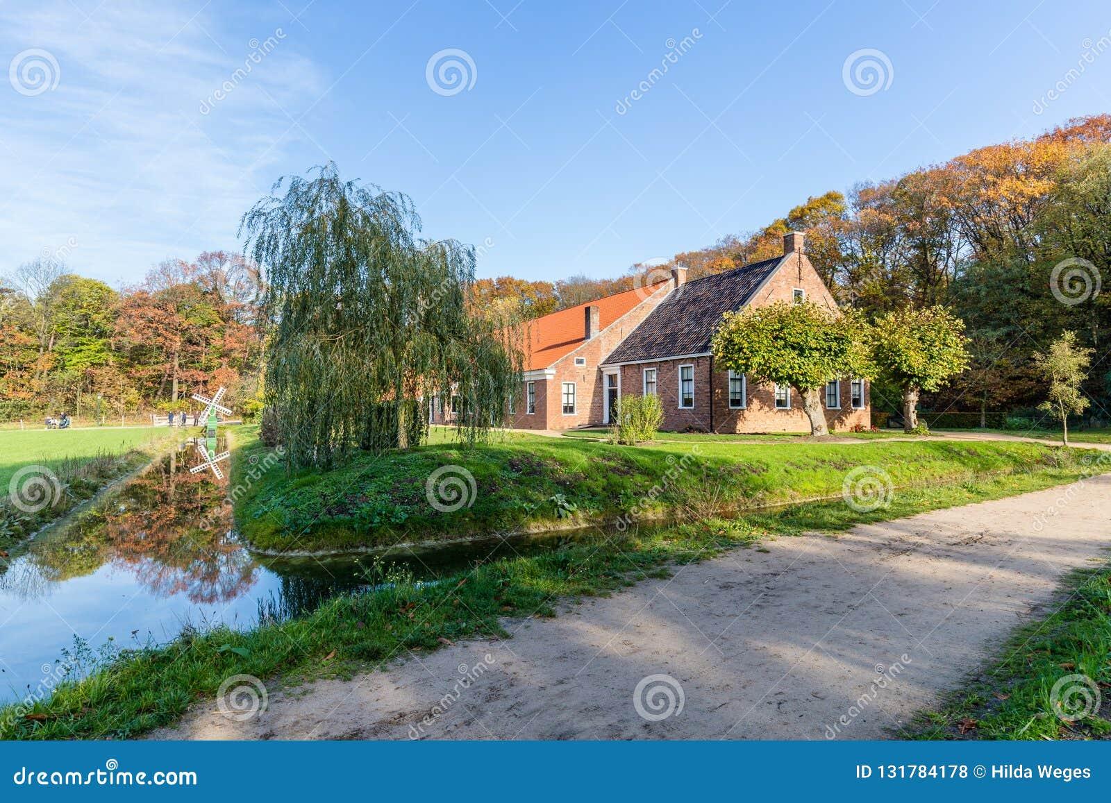 Tradycyjna Holenderska dom wiejski scena