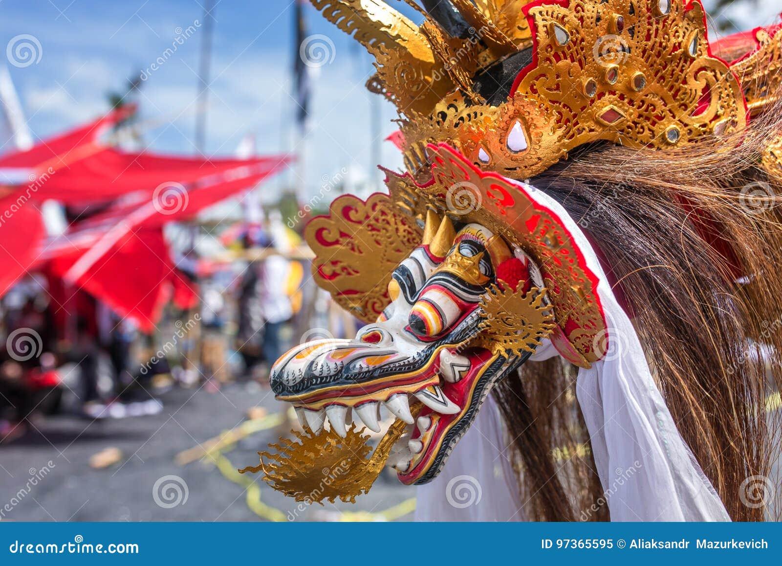 Tradycyjna kani rywalizacja przy Sanur plażą w Bali