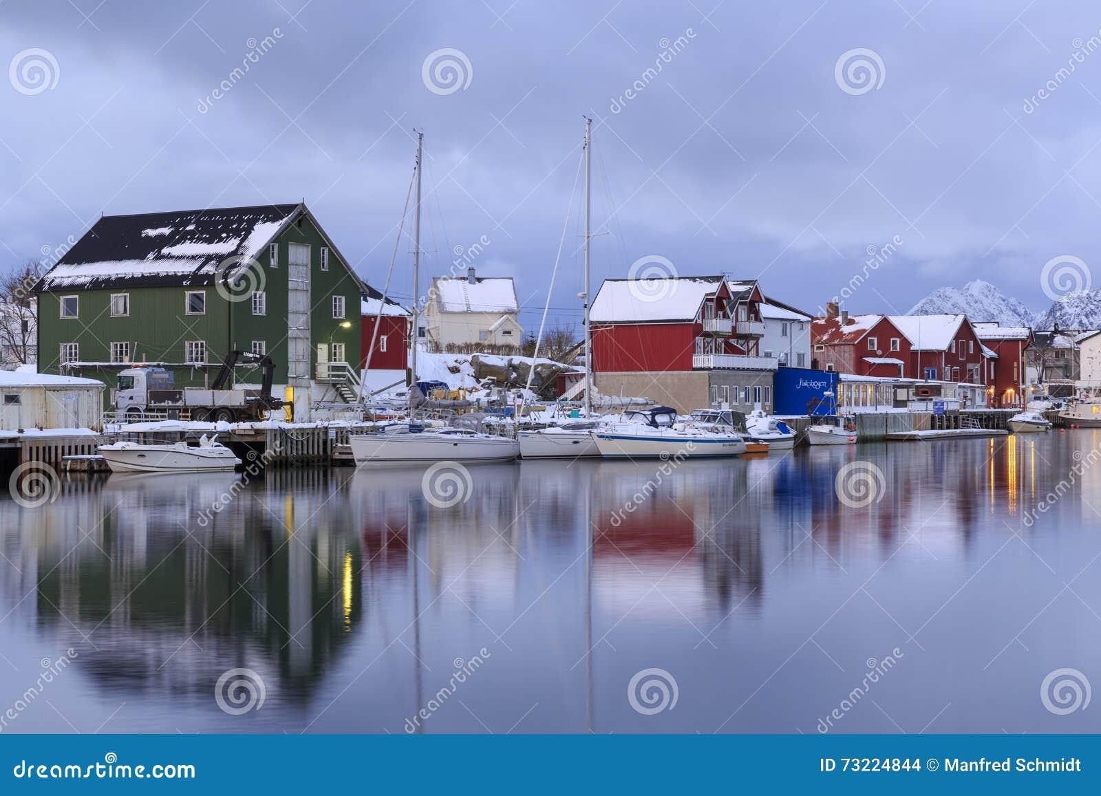 Tradycyjni domy w wiosce Henningsvaer