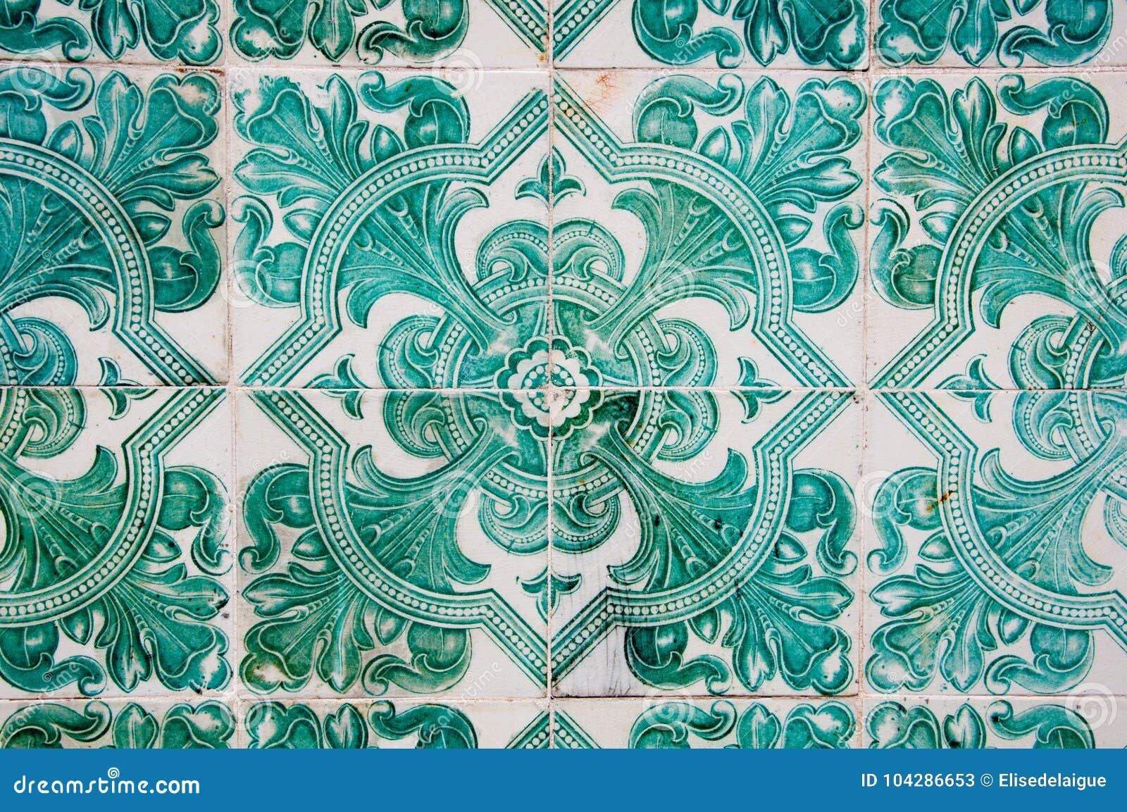Tradycyjni kolorowi azulejos w Lisbon, Portugalia - zieleni płytki