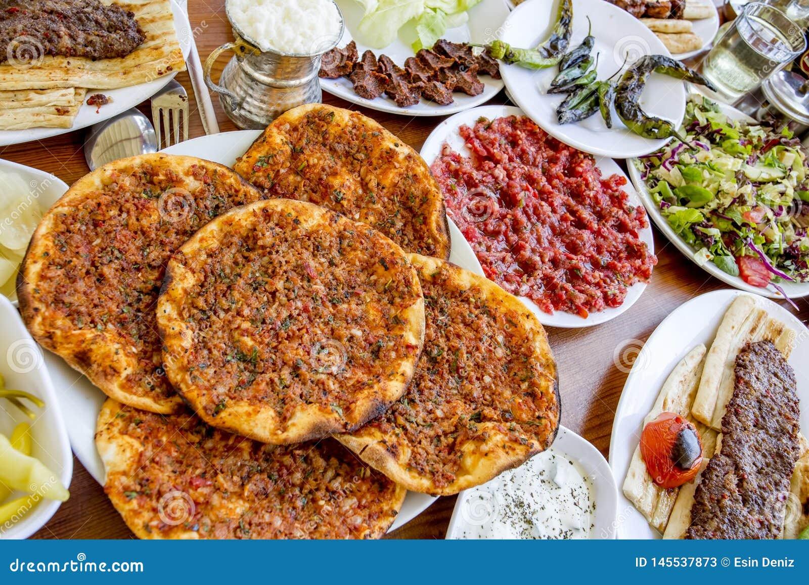 Tradycyjni Wyśmienicie Tureccy foods; Adana Kebab, Piec na grillu mięso