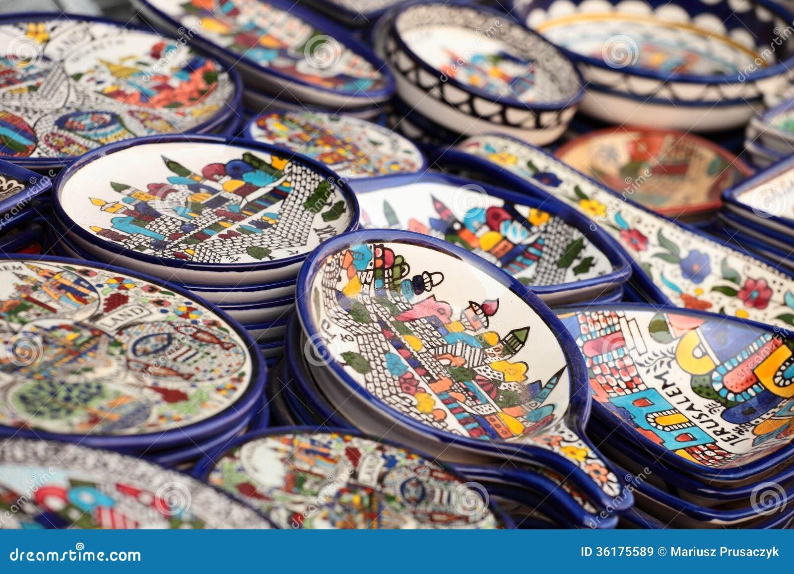 Tradycyjny ceramiczny w miejscowego Izrael rynku.