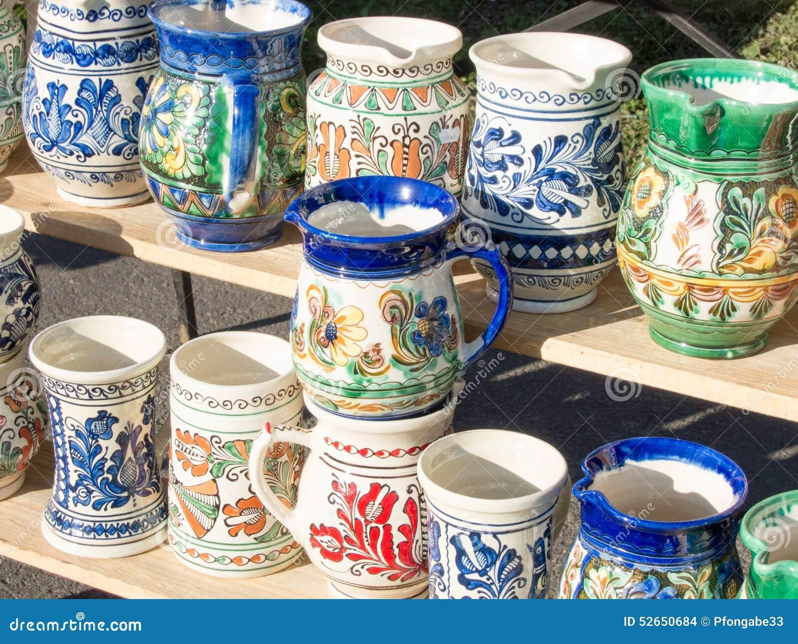 Tradycyjny hadcrafted romanian ceramicznych kubki