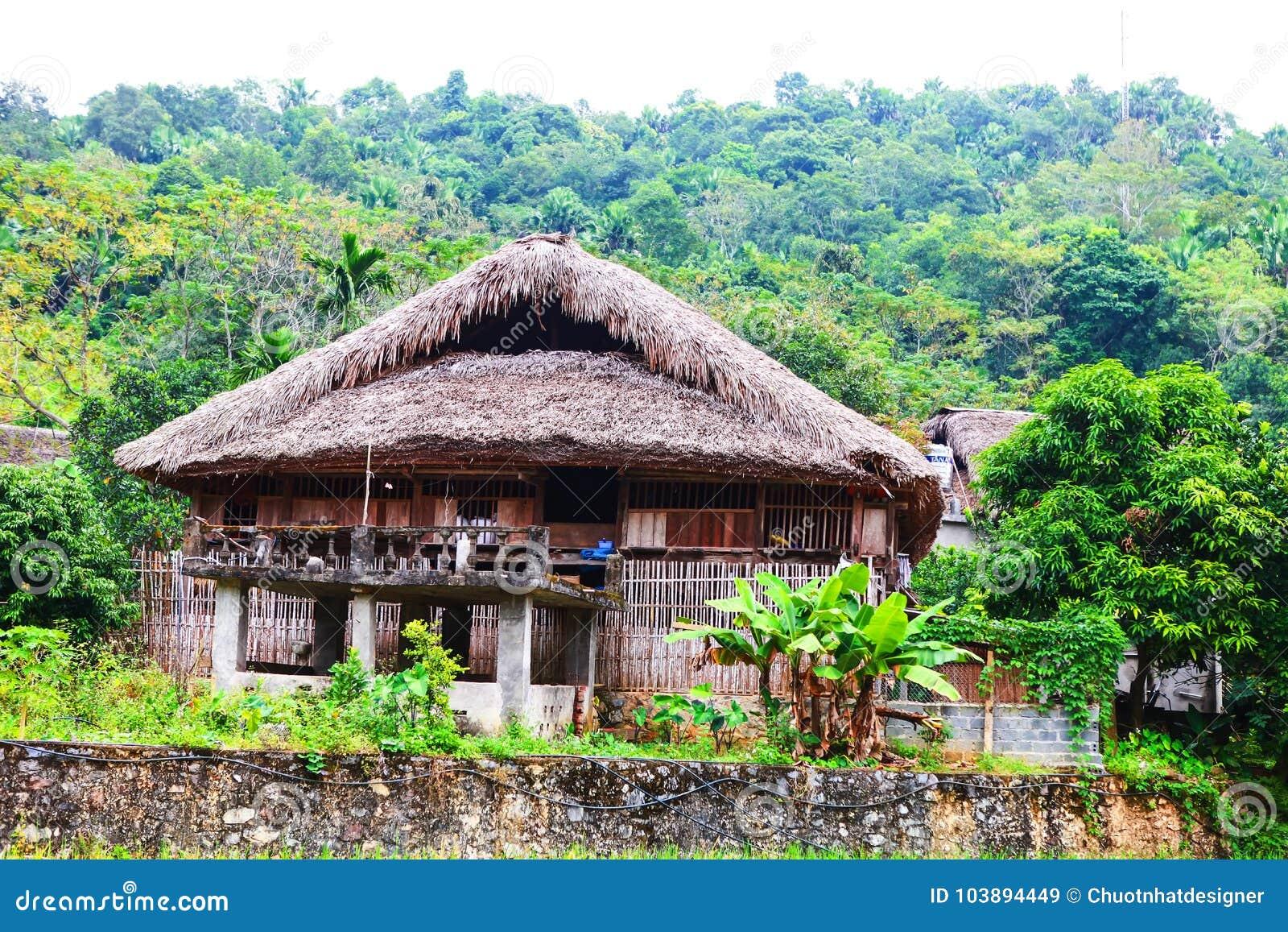 Tradycyjny podwyższony dom ten czaruje domu pobyt należy lokalna Tay rodzina