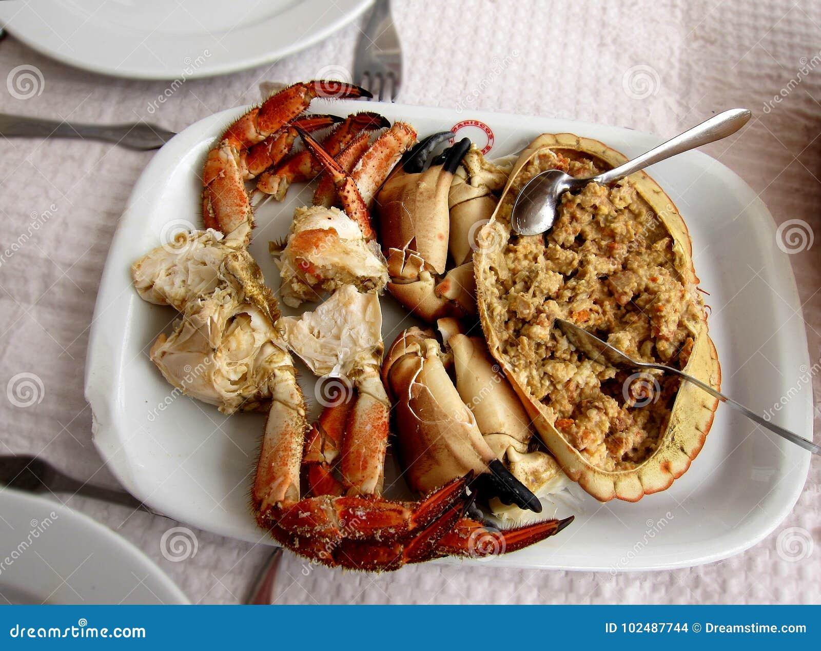 Tradycyjny Portugalski owoce morza naczynia brązu krab, także znać jako Sapateira Recheada