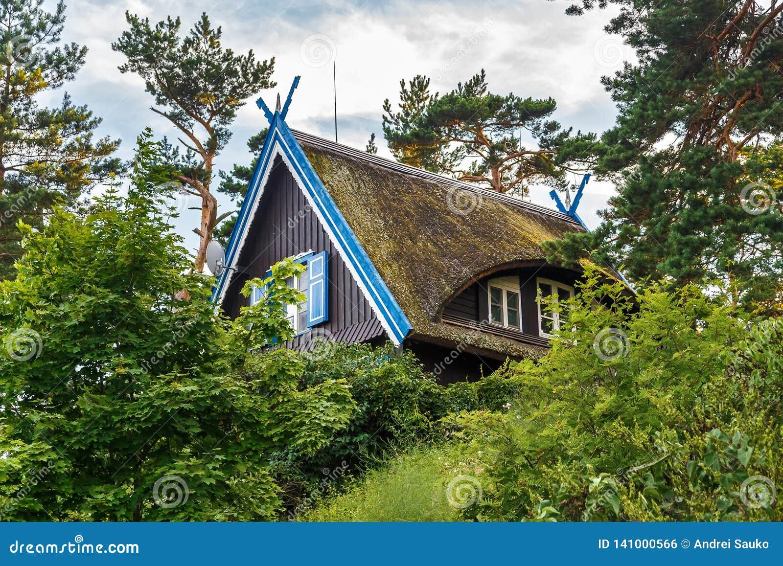 Tradycyjny rybaka ` s dom w Nida, Lithuania