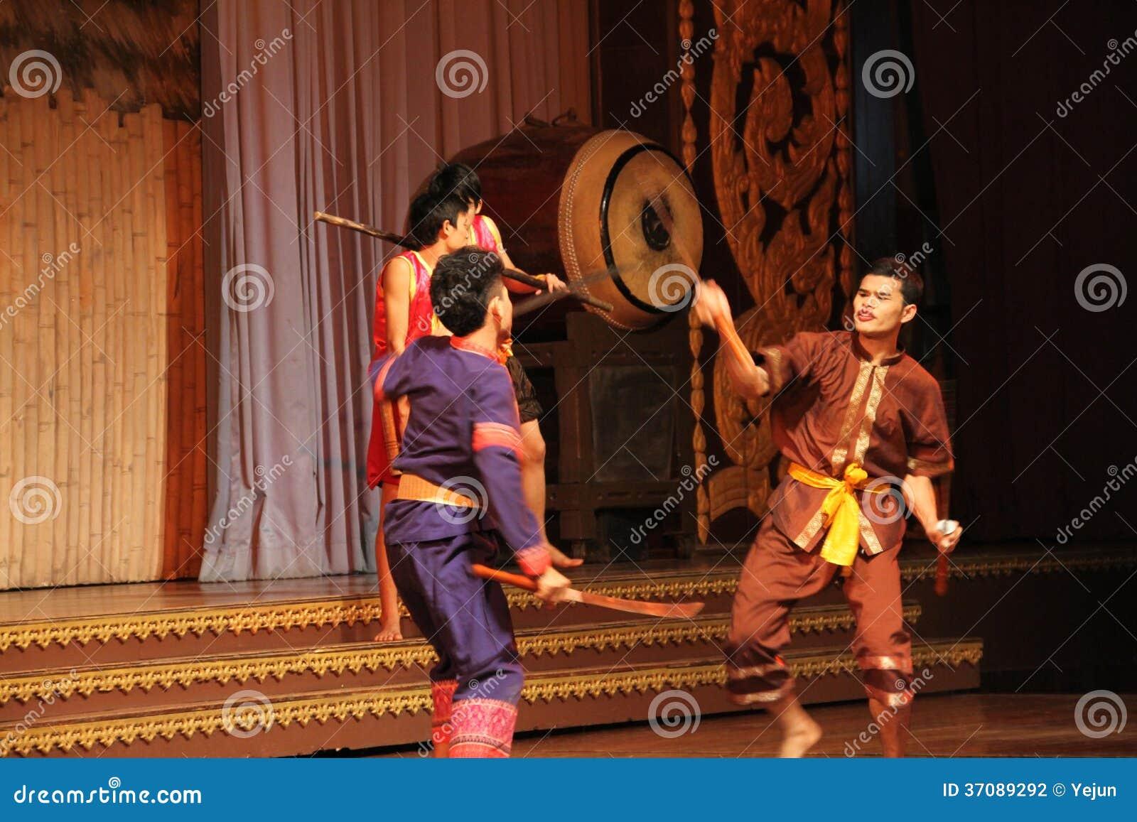 Download Tradycyjny Tajlandzki Przedstawienie W Nongnooch Ogródzie W Pattaya, Tajlandia Fotografia Editorial - Obraz złożonej z dziejowy, jewess: 37089292