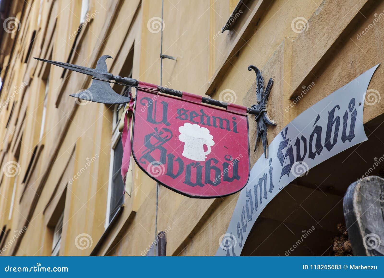 Tradycyjny turystyczny restauraci U sedmi svabu w Praga dziejowym centrum