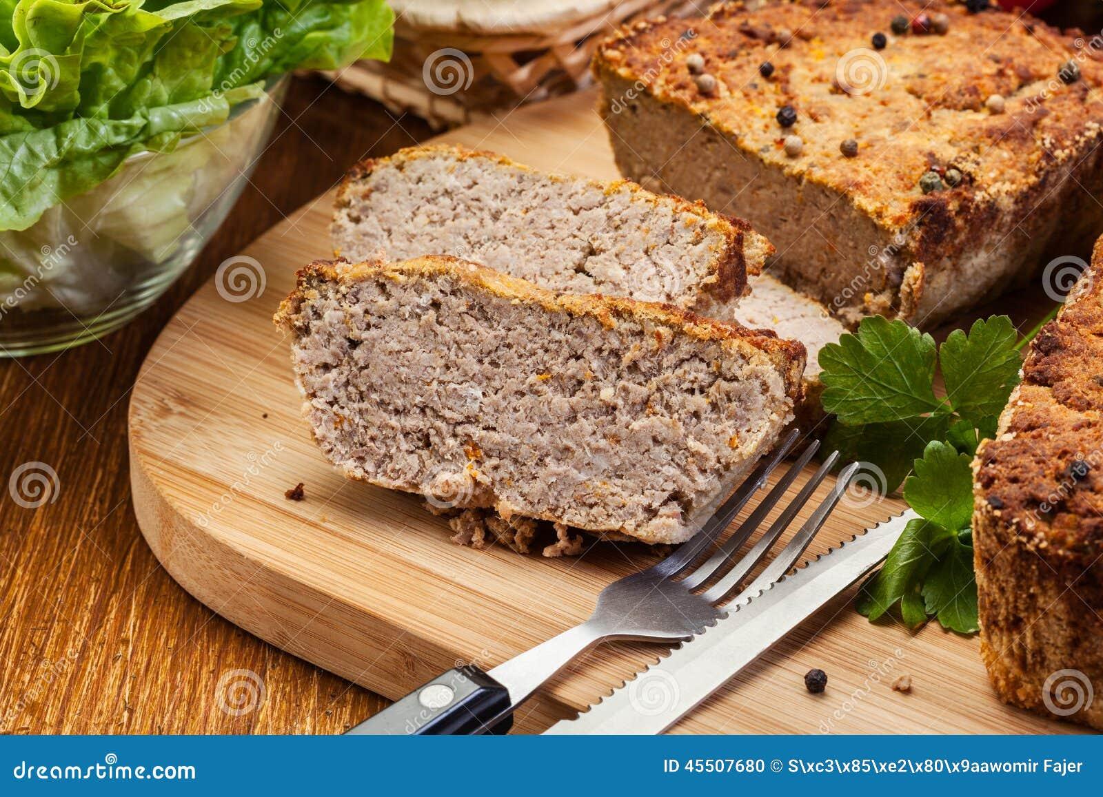 Tradycyjny wyśmienicie mięsny łeb z warzywami